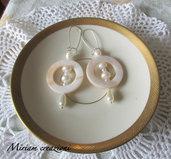Orecchini con perle e cerchio in madreperla