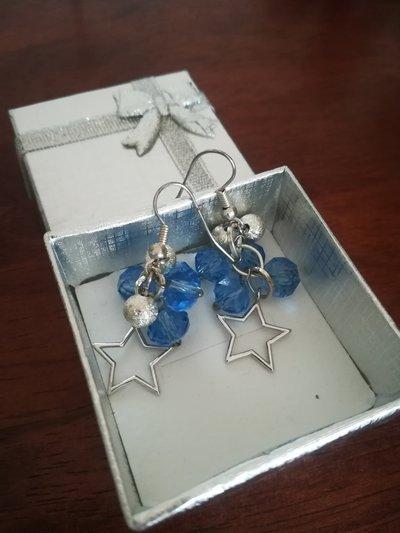 Orecchini blu con stelline placcate in argento