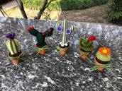 Vaso di terracotta con cactus di feltro e asta portafoto