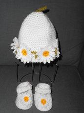 Coordinato cappellino e scarpine con margherite