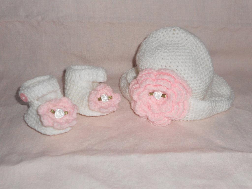 Elegante completo cappello e scarpine con grande fiore - Coordinato fatto a mano
