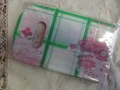 20 bustine plastica bianche con quadri verdi e fiori rosa15x9 cm.