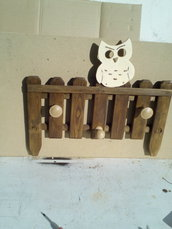 Attaccapanni in legno da parete a staccionata con Civetta