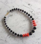 Collana con perle in pasta di mais nere e rosse