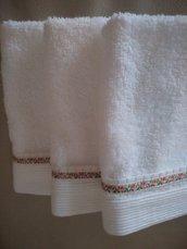 Set lavette di morbida spugna bianca con merletto  a piegoline e fiorellini