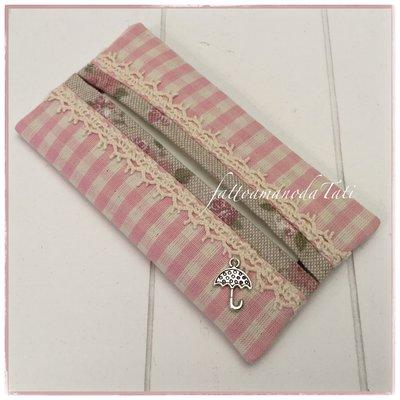 Porta fazzoletti di carta in cotone a quadretti rosa e beige ornato con pizzo