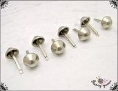8 piedini per fondo borsa, Ø 13 mm, in metallo colore argento, applicazione con alette