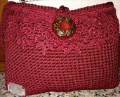 pochette all'uncinetto con pizzo