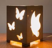 Lampada in legno da tavolo, fatta a mano, con farfalle lavorate al traforo!!