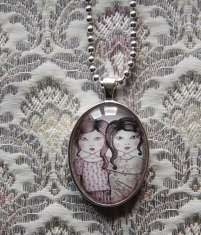 Sisters-Pendaglio ovale con la catena