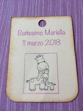 Tag battesimo bambina rettangolari con giraffa, scritta viola e angoli arrotondati