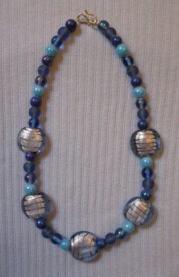 Collana con perle in vetro e azzurro - blu