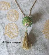 Collana con pallina ricoperta con cristalli bicono verdi
