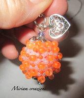 Collana con pallina ricoperta da peline fluo arancioni
