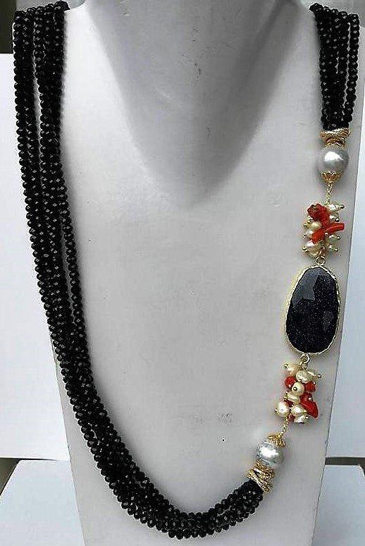 Collana cristalli neri pietra del sole blu perla coralli e argento placcato oro.