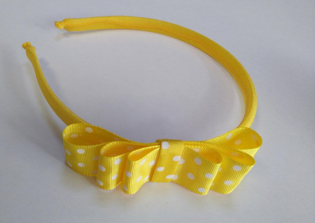 Cerchietto frontino giallo con fiocco a pois bianchi per bambina