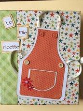 Ricettario quaderno ad anelli formato A5 decorato a mano con carte e decorazioni verdi e arancioni con taschina