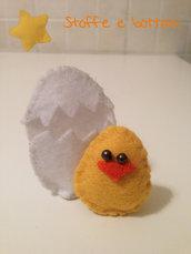 Pulcino con uovo in panno