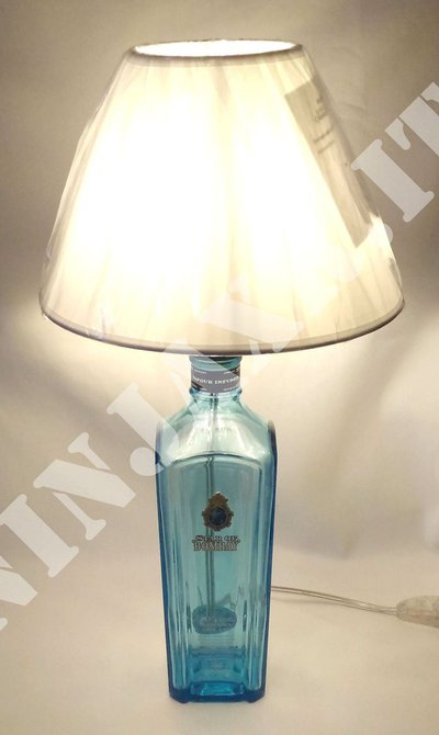 Lampada arredo da tavolo bottiglia vuota Gin Star of Bombay idea regalo riuso riciclo creativo