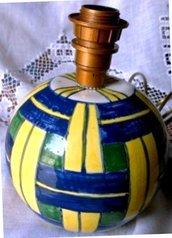 2° esemplare di base a palla per abajour di ceramica con motivo scozzese blu e giallo