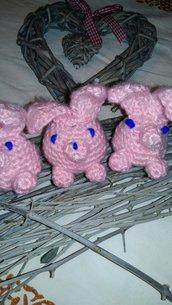 Coniglietto rosa fatto all'uncinetto