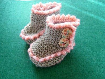 Scarpine neonata a maglia con bottoni in legno
