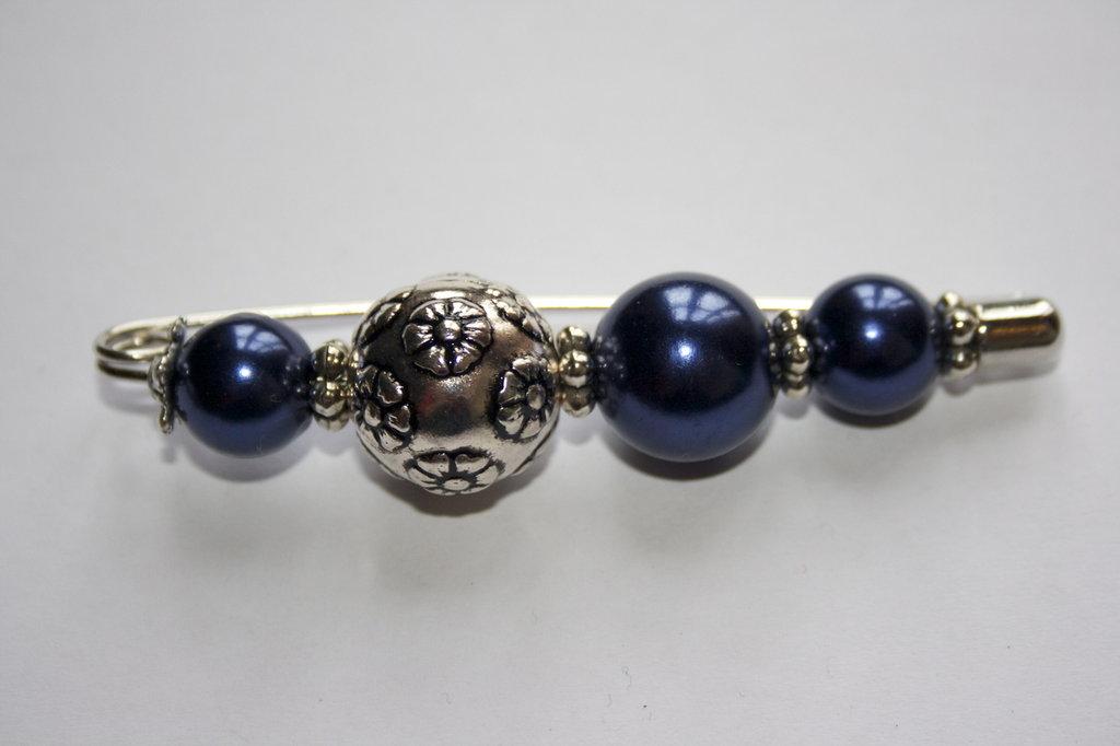 Spilla perle blu