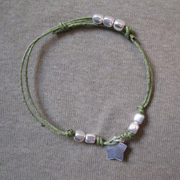 Bracciale con cordino verde e stellina argento