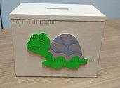 Salvadanaio in legno con tartaruga