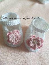 Scarpine bambina in puro cotone bianco con fiore rosa