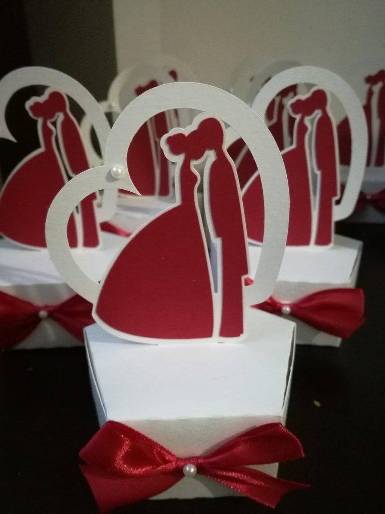 Scatolina completa di confetti e bigliettino sposi matrimonio segnaposto sposo sposa