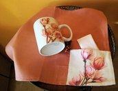 Mug linguaggio dei fiori in porcellana dipinto a mano con tovaglietta abbinata