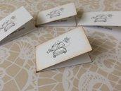 Bigliettini confetti matrimonio in cartoncino bianco con immagine sposini e scritta nera