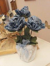 VASETTO IN CEMENTO con 3 rose in tessuto