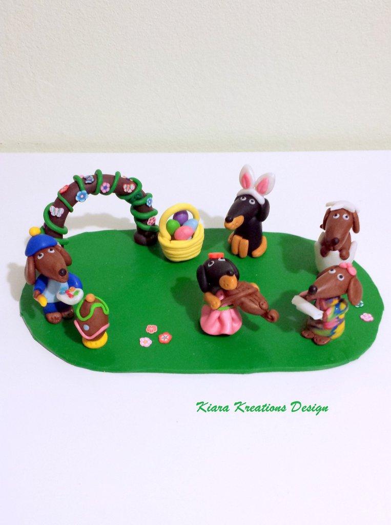 Decorazione pasquale con cani bassotti in fimo, argilla polimerica, regali personalizzati, gadget bassotti, per amanti degli animali