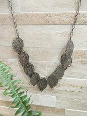 """collana """"Leaves"""" con foglie pendenti"""
