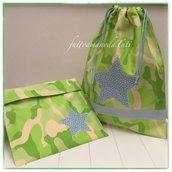 Sacchetto asilo in cotone camouflage verde con stella azzurra applicata e busta coordinata