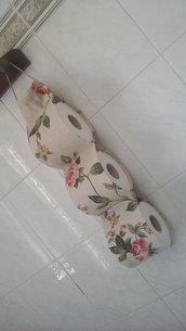 Porta rotoli carta igienica floreale in beige e verde
