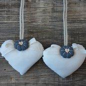 Fermatende a cuore con fiorellino grigio in stile country chic