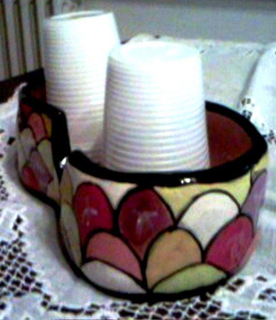 Porta bicchieri basso di ceramica per 2 colonne di bicchieri di plastica da tavolo o da giardino