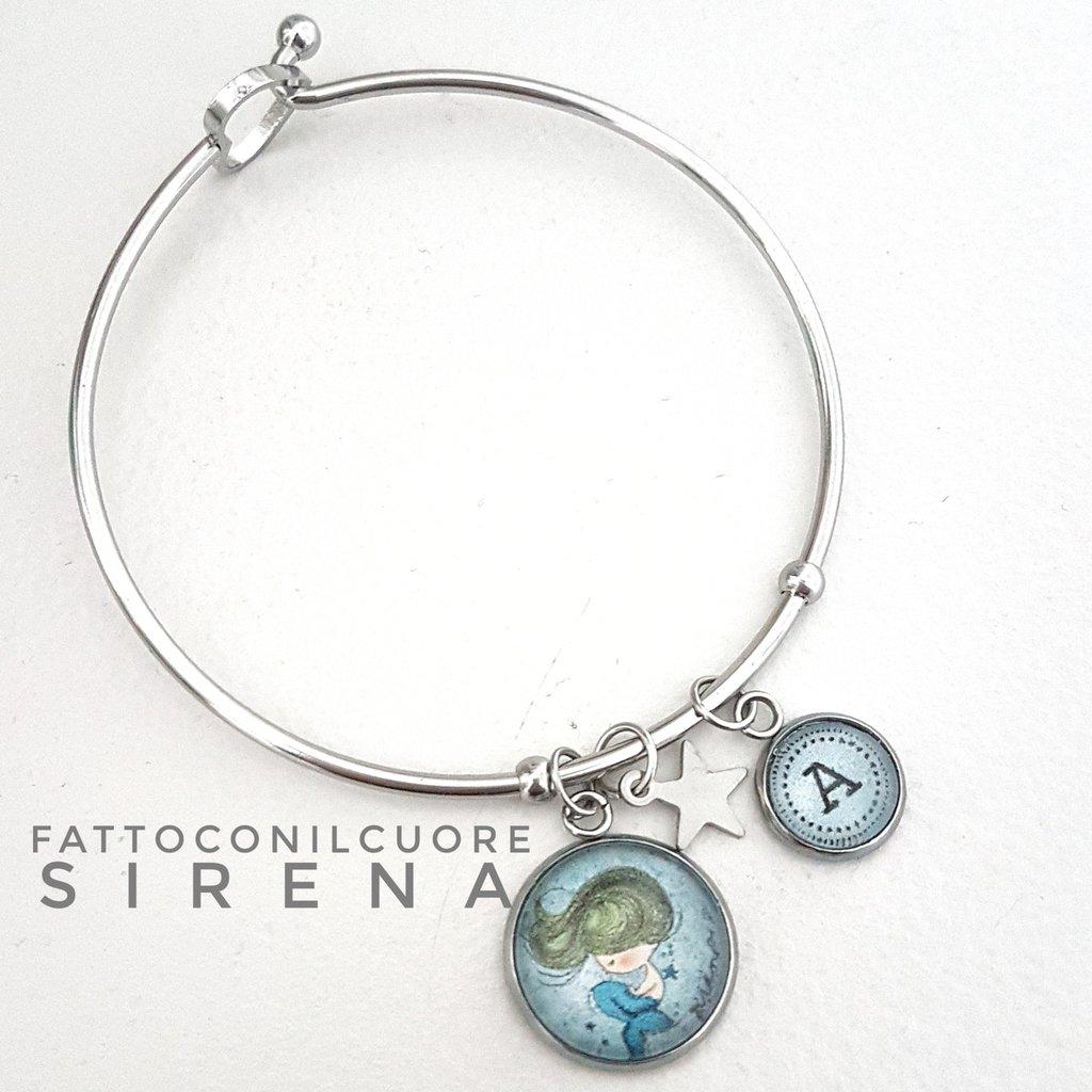 a823bf77a0 Bracciale sirena con charm lettera personalizzata - Gioielli - Brac ...