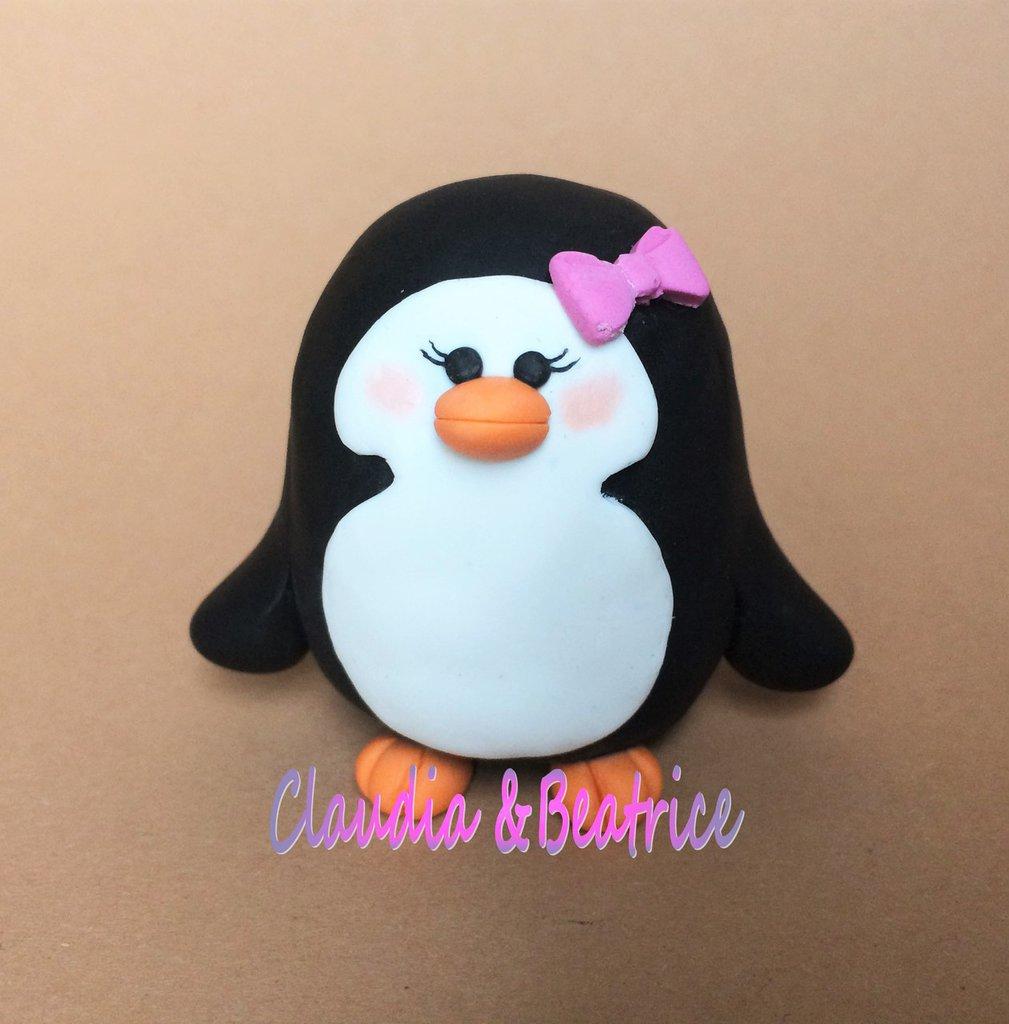 Pinguina cake topper fatta a mano in fimo.