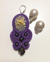 RISERVATA PER AGATA Orecchini soutache viola con cammeo floreale e perle barocche