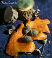 Foglia di quercia in cuoio e ghiande in feltro