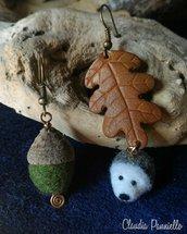 Orecchini con foglia di quercia in cuoio, ghianda e riccio in feltro ad ago