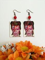 David Bowie orecchini di carta con perlina rossa