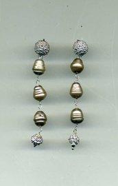 Orecchini pendenti in argento con perle di fiume grigie