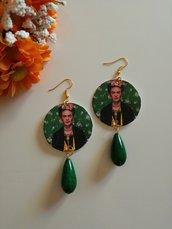 Frida kahlo orecchini di carta pendenti con perla verde.