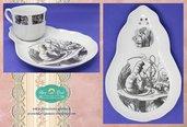 Tazza da tea e piatto decorati in fotoceramica con illustrazioni di Alice nel paese delle Meraviglie