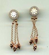 Orecchini scomponibili con cammeo a fiore in argento placcato oro rosa e pavettato